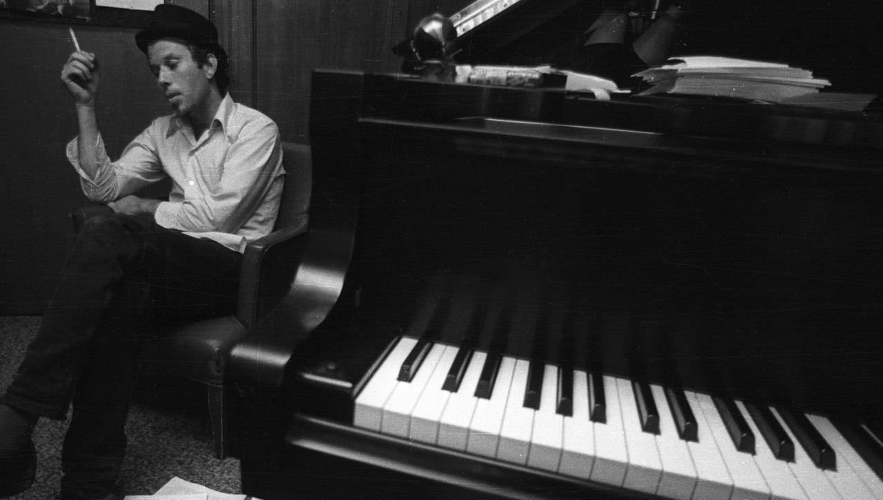 tom-waits_piano1